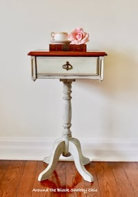 Antique shabby chic occasional table/ nightstand Mississauga, L5G 2K4