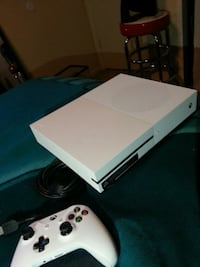 white Xbox One console with controller Albuquerque, 87121