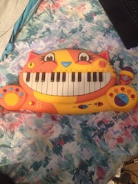 Yellow and orange electronic keyboard toy Bakersfield, 93312