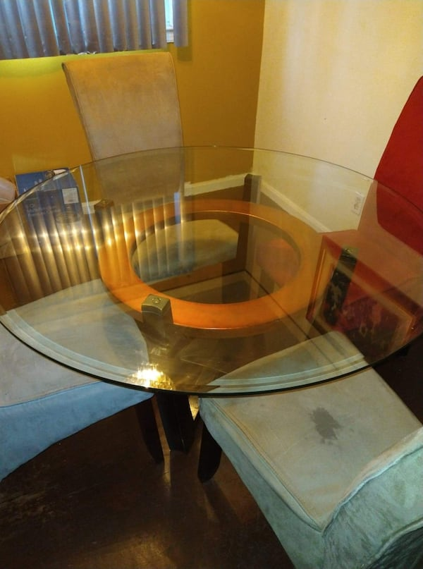 Dining room set glass top 4 chairs 63e76255-c5de-400f-980a-469420426028