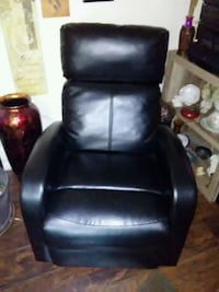 Small recliner. Leather 795 mi