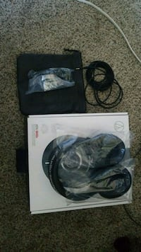 black and gray corded headphones London, N5Z 5A7