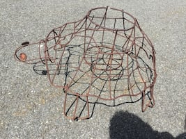 Lg Wire Turtle Sculpture holds one flowerpot