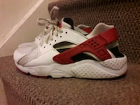 50% off White,red,black nike huaraches size 4