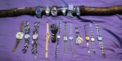 18 mens and women watches. Buy as group or individually.
