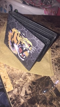 Black Gucci tiger wallet (new) never used Keyword -Gucci Laval, H7Y 1Z5