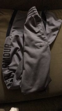 Under Armour grey pants youth M Manchester, 03104
