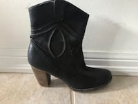 pair of black leather chunky heeled boots Milton, L9T 6E9