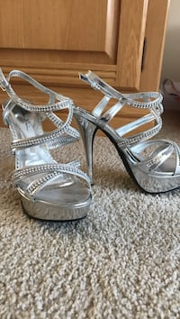 Silver sparkly ankle strap holiday/prom shoes. Size 7