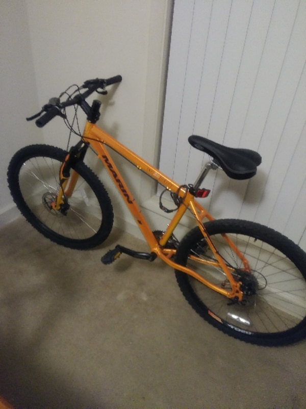 yellow and black hardtail mountain bike