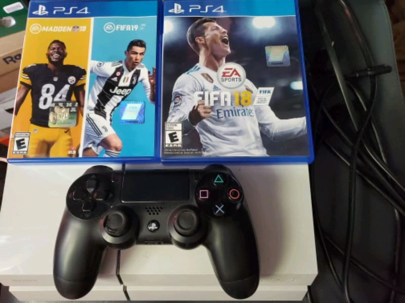 PS4 for sale with fifa 19+madden 19 1f599797-6443-4db8-b477-a77ba79fc9f2
