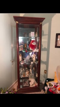 Pulaski Furniture Curio Lighted Display Cabinet $110. Wilmington