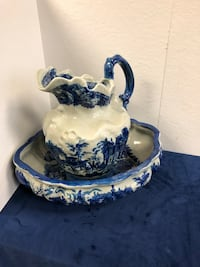 Large Victorian ironstone porcelain pitcher with bowl  Toronto, M2R 3N1