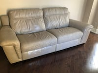 Cindy Crawford Leather Reclining Sofa - 2yrs Old Mississauga, L5N 5S5