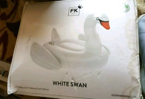 SWAN FLOAT - BRAND NEW!
