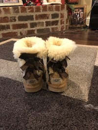 Pair of brown ugg bailey button boots 1007 mi