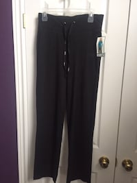 New roots pants size small(with tags) St Catharines