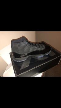 Cap and gown 11s sz 8 Baltimore, 21237
