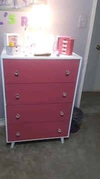 Girls bedroom set pink dresser with the two matching twin beds Marlow Heights, 20748