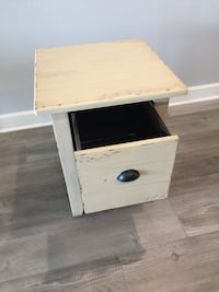 Accent end table Temescal, 92883