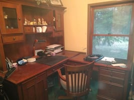 Large desk, like new, with chair