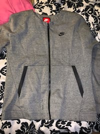 Nike zip up  Mississauga, L5N 1Z2