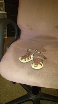 pair of white-and-brown leather sandals Griffin, 30223