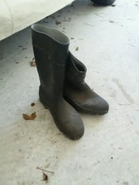 Size 12 rubber boots Greenville, 27834