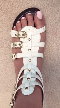 White sandals size: 6.5-7 Mississauga, L5M 0V5