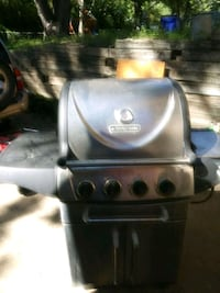 Gas grill with a full tank of gas only used it twi Grandview, 64030