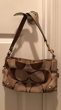 Women's brown coach shoulder bag Gainesville, 20155