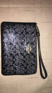 Genuine leather coach wristlet negotiable Hartford, 06112