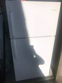 Apt size 28w 5 ft tall fridge Yucaipa