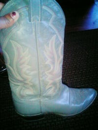 pair of white-and-pink leather cowboy boots 1129 mi