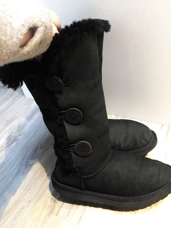 325$-tall uggs size 5.5/6 gently used come from clean smoke free home b40791ce-5fea-46fe-812b-9f7196c318d3