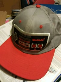 Nintendo snapback light gray & red