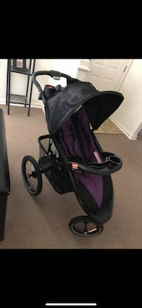Practically brand new. My husband just bought me the Doona baby instead.   40 mi