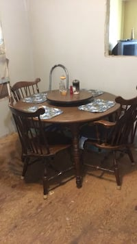 Round brown wooden table with four chairs dining set Springfield, 01109