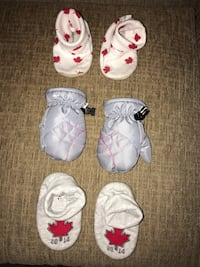 Baby girl 12-24 months mittens Old Navy house socks. Pu at Kipling and highway 7 Woodbridge  Vaughan, L4L 1Z2