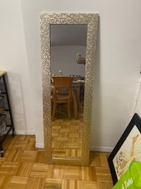 Large Hanging/Floor Mirror,  can be hanged over the door also Jersey City, 07302