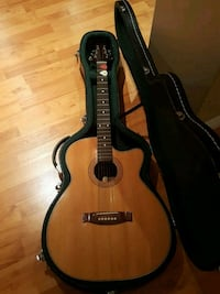 Acoustic Guitar in very good condition comes with case $50 obo Richmond Hill, L4E 1A2