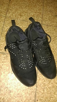 black athletic shoes Columbus, 43232