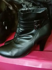 pair of black leather booties Dieppe, E1A 1L8