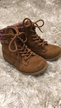 Pair of brown suede lace-up boots East Gwillimbury, L0G