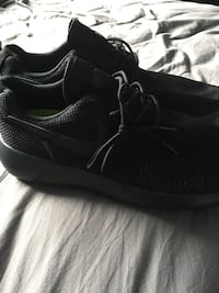 Black nike shoes Niagara Falls, L2H 3H9