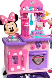 pink and purple Minnie Mouse playset Victorville, 92394