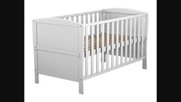 White wooden toddler cot- bed e2c49933-d35d-42e3-a559-90addb7349f1