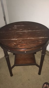 Round brown wooden pedestal table Indio, 92201
