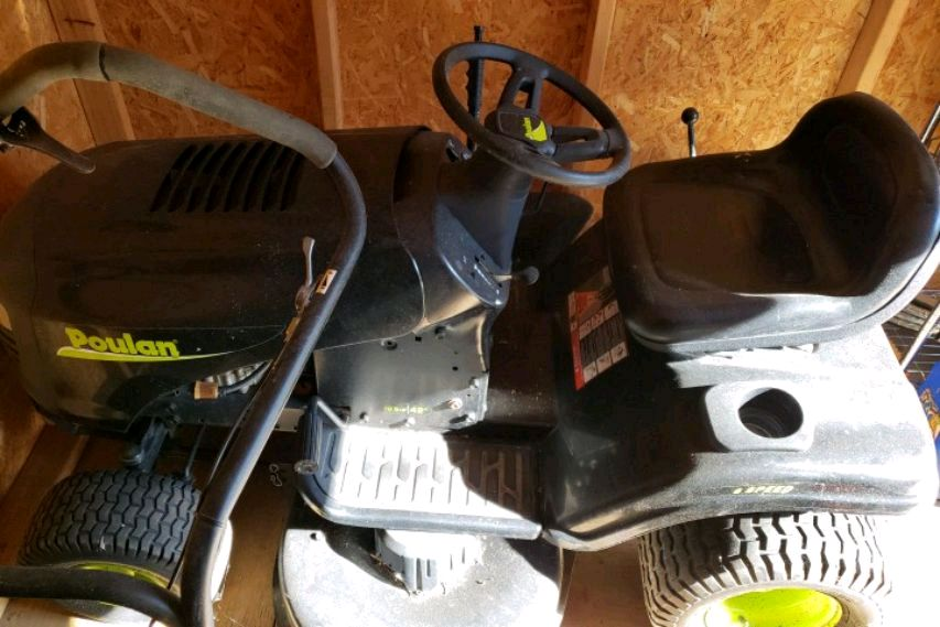 Photo Good used Poulan 42 Riding mower for sale