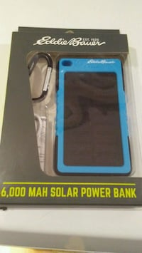 Solar portable charger new Toronto, M4K 3Y4